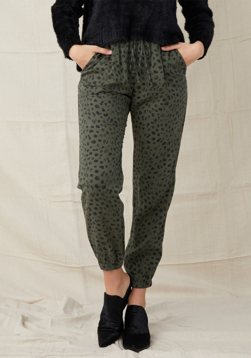 Pleat Front Jogger In Dark Ivy